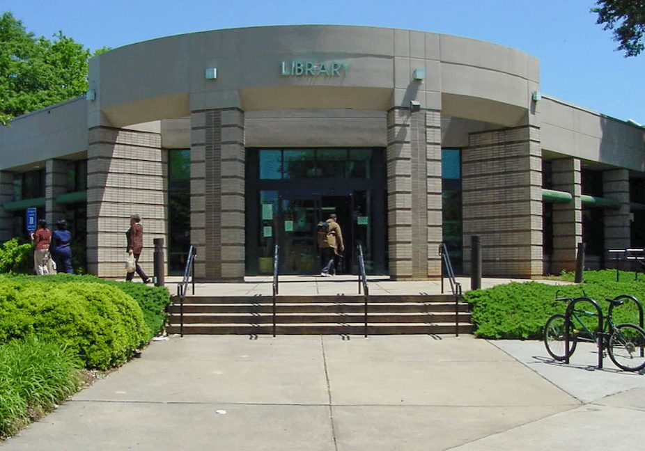 Ponce Library